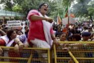 BJP Mahila Morcha activists against AAP leader Somnath Bharti