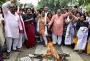 Delhi BJP chief Satish Upadhyay with party Mahila Morcha activists against AAP