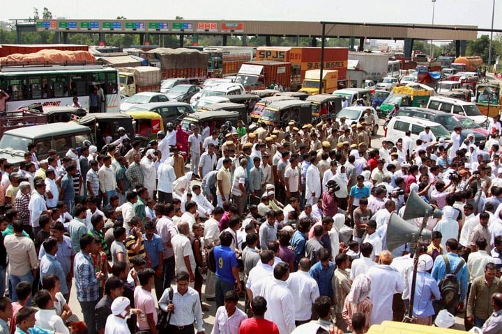 Residents, fifty villages, blocked, Kherki Daula, toll plaza, National Highway no. 8, made, free forcibly, commuters, more, than, three hours, Gurgaon