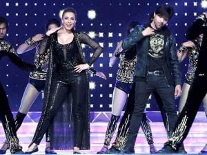 Himesh Reshammiya and Iulia Vantur perform at the 'Umang Mumbai Police Show 2017' in Mumbai
