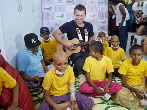 Former Australian cricketer Brett Lee during a music therapy session for young cancer patients