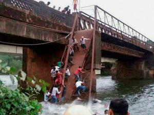Bridge collapses in Goa 2 dead and several missing