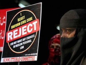 Muslim women from Rabodi protest against the BJP government