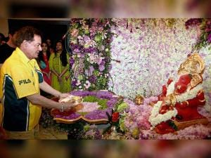 Salim Khan offering prayers to Lord Ganesh