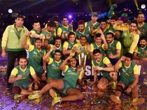 Players of Patna Pirates celebrates_after winning the Pro Kabaddi finals beating U Mumba