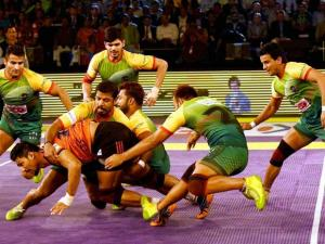 Players of U Mumba and Patna Pirates in action during the Pro Kabaddi finals