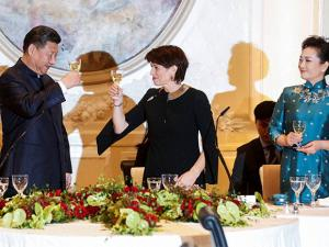 Swiss Federal President Doris Leuthard next to China's President Xi Jinping and Xi's wife Peng Liyuan raise their glasses for a toast