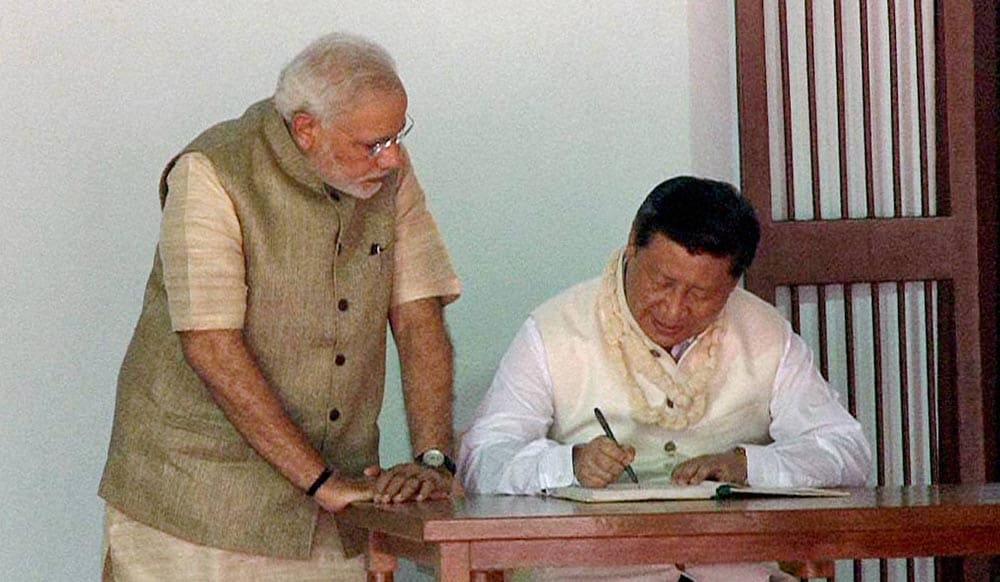 President, China, Xi Jinping, signing, visitors, book, Prime Minister, Narendra Modi, look, Gandhi Ashram
