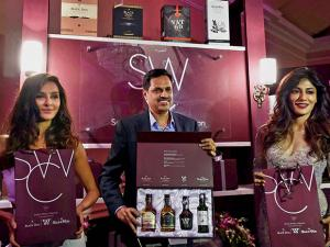 Chitrangda Singh(R) and Shibani Dandekar with Head of Marketing, USL,Nitesh Chhapru(C) during United Spirits unveils the Scotch Whiskey Collection