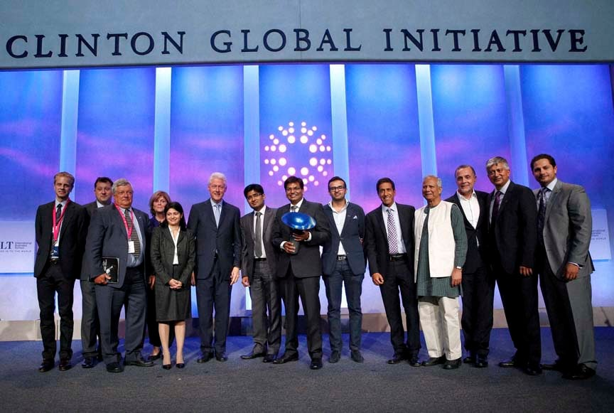 Former President, Bill Clinton, poses, winning team, Indian School of Business, Hult Prize, judges, The Hult Prize, Finals, Awards, Dinner 2014, 10th, Clinton Global Initiative, Annual Meeting, New York