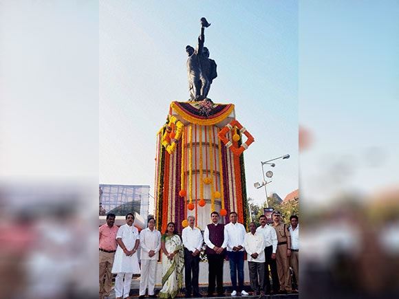 Martyr day, Hutatma Day, Hutamta Smarak, Maharashtra, Devendra Fadnavis
