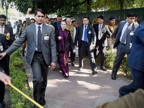 Sonia Gandhi, Manmohan Singh, Coal Scam, Congress, BJP, Chidambaram, Gursharan Kaur, AICC, Headquarter