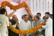 BJP President Amit Shah with rebel Congress leader Chaudhary Birendra Singh who joined BJP being garlanded