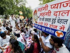Congress protest against price rise of onions