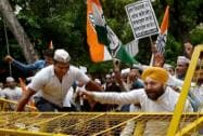 Congress protests against AAP on Lokayukta issue