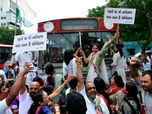 Congress, Lok Sabha, Sumitra Mahajan, Narendra Modi, Sonia Gandhi, BJP, New Delhi, Ahmedabad