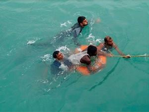 Bangladeshi nationals being rescued by the Indian Navy