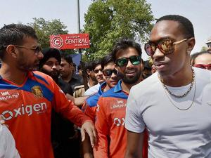 Gujarat Lions players Praveen Kumar, Daren Bravo and other players at Sahara Ganj in Lucknow on Tuesday. The team will play two T20 cricket matches of the ongoing IPL season at the Green Park Stadium