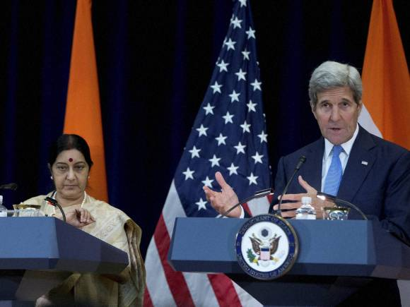 Sushma Swaraj, John Kerry, Indian Minister of State for Commerce and Industry, Nirmala Sitharaman, Washington, Day in Pics, Picture of the Day, Funny Pictures, Very Nice Pictures