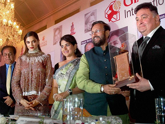 Giants International Award, Deepika Padukone, Rishi Kapoor, Prakash Javdekar
