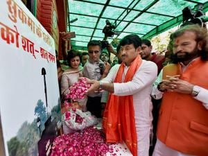 paying homage to CRPF martyers as party dedicated its landslide win in the MCD elections to the CRPF personnel martyred in the recent Sukma Naxal attack
