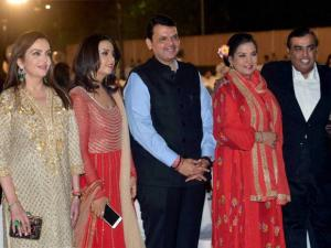 Devendra Fadnavis along with his wife Amrita, Bollywood actors Hritik Roshan, and Shabana Azmi