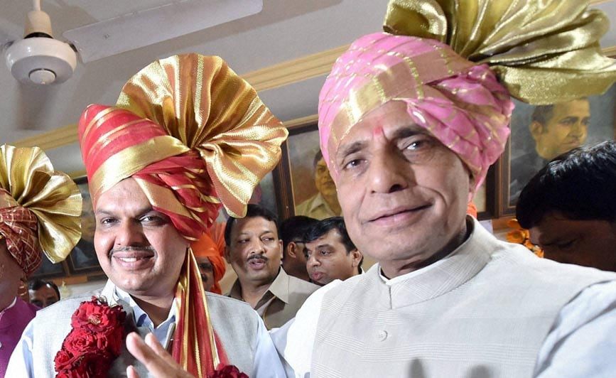 Home Minister, Rajnath Singh, flashes, victory sign, announced, Devendra Fadnavis,new, Maharashtra Chief Minister