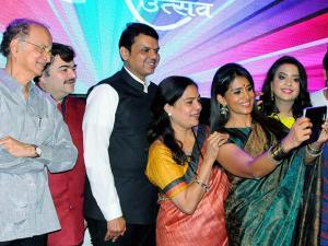 Sonali Kulkarani takes a selfie with Maharashtra CM Devendra Fadnavis, his wife Amruta Fadnavis