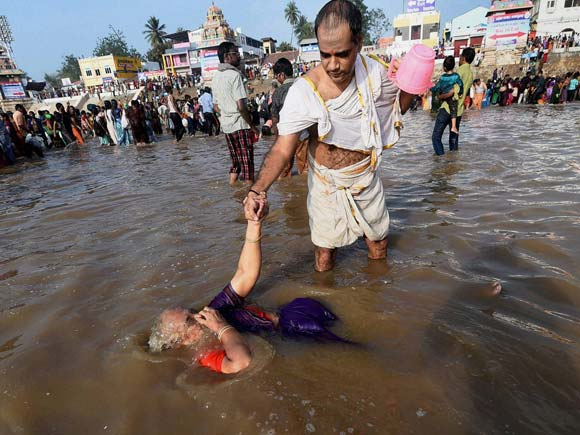 Theerthavari, Holy Bath, Kumbakonam Mahamaham pond, Mahamaham festival 2016, Kumbakonam, Kumbh Mela of the south, South India, Tamil Nadu