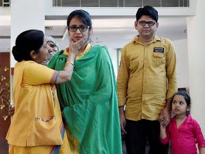 Sushma Swaraj with Indian woman Uzma at Jawahar Bhawan after she reached Delhi