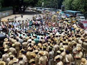 Police stop farmers who were protesting against the Karnataka government