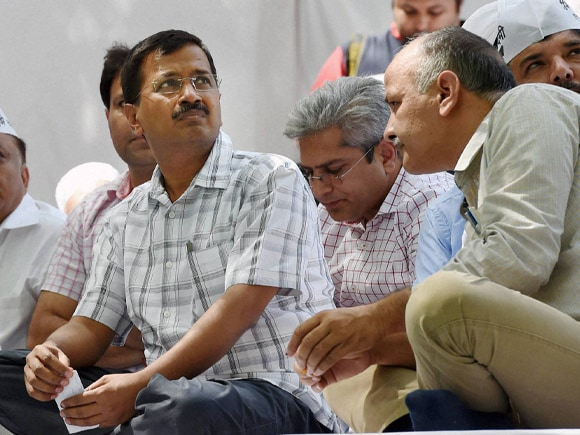 AAP, Gajendra Singh,  Arvind Kejriwal, Kejriwal, Manish Sisodia, Farmer, Narendra Modi, Land Acquisition Bill, Rahul Gandhi, Jantar Mantar