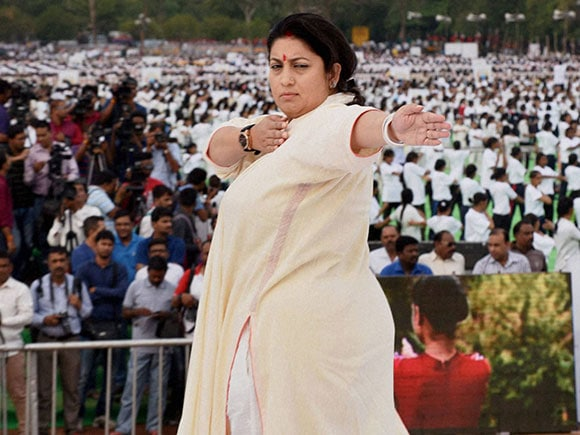 international yoga day, Female Politicians, Yoga Day 2016, Politicians, Yoga, asanas, Smriti Irani, Sushma raje, uma bharti, Harsimrat Kaur Badal, Kiran Bedi, Politician, Politic, yoga day 2016, world yoga day