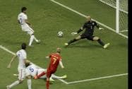 Kevin De Bruyne  scores the opening goal past goalkeeper Tim Howard.