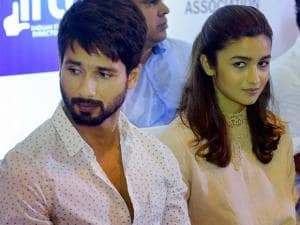 Udta Punjab film actors Shahid Kapoor and Alia Bhatt at a press conference organized by Indian Film and Television Directors Association (IFTDA) in Mumbai