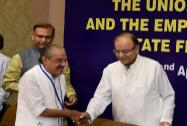 Union Finance Minister Arun Jaitley and MoS Finance Jayant Sinha interact interact with Finance Minister of Kerala K M Mani
