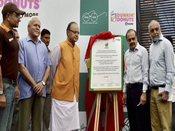 Finance Minister of India, Arun Jaitley, Jubilant Foodworks Co-Chairman, Hari S Bhartia, Be the Change, New Delhi