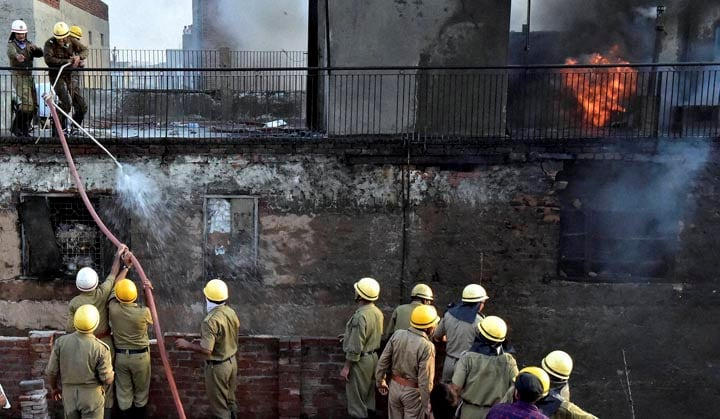 Firefighters, try, contain, fire, broke out, market, Chandni Chowk, area, New Delhi