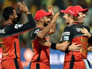 Royal Challengers Bangalore bowler S Arvind celebrate with Shane Watson and other team mates after dismissal of Shreyas Iyer of Delhi Daredevils during Indian Premier League (IPL) 2016 T20