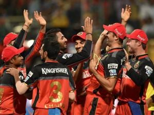 Royal Challengers Bangalore bowler S Arvind celebrate with Shane Watson and other team mates after dismissal_of Shreyas Iyer of Delhi Daredevils during Indian Premier League (IPL) 2016 T20
