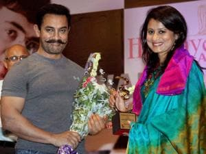 Actor Aamir Khan and Indian shooter Anjali Bhawat during Hridaynath Award 2016, in Mumbai