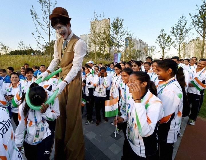 artist, entertains, Indian, contingent, flag hoisting ceremony,  17th Asian Games, Incheon