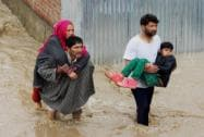 Flood horror haunts Srinagar, people abandon homes, shops