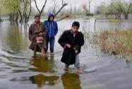 Boys move towards safer places at flood-hit Rainawari area of Srinagar