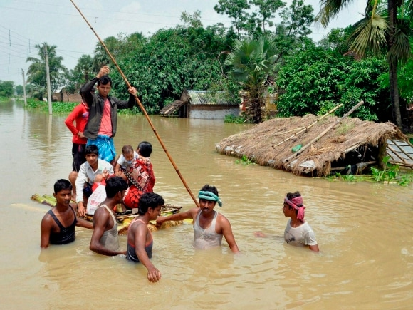 Flood, Heavy rains, West Bengal, Mamata Banerjee, Murshidabad, Congress, Bharatpur