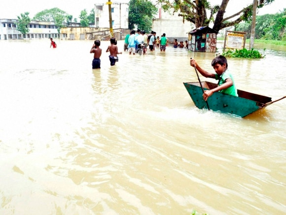 Flood, Heavy rains, West Bengal, Mamata Banerjee, Murshidabad, Congress