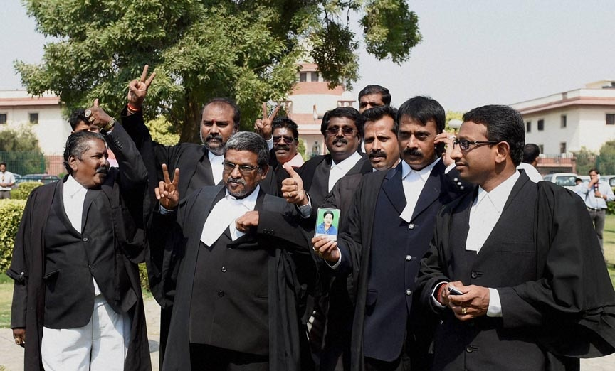 Lawyers, outside, Supreme Court, imprisoned,former Chief Minister, Tamil Nadu,  J. Jayalalitha, granted bail
