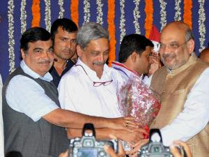 Manohar Parrikar being greeted by BJP President Amit Shah and Union minister Nitin Gadkari