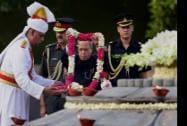 President Pranab Mukherjee paying tribute to the former Prime Minister Rajiv Gandhi