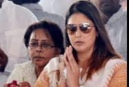 Actress and Congress leader Nagma pays her last respects to former Union Minister Murli Deora